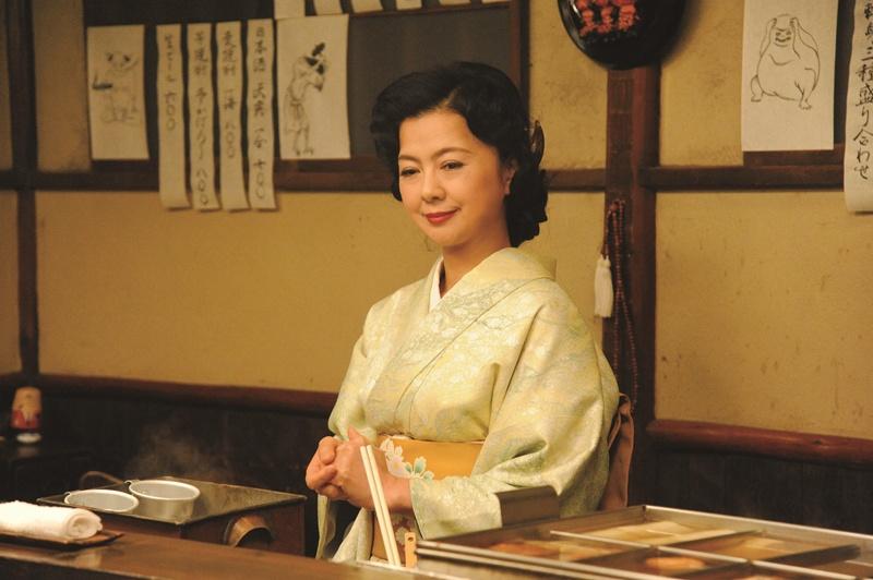 ミステリー作家・正和(堺雅人)が通う、居酒屋の女将を演じる(『~鎌倉ものがたり』)