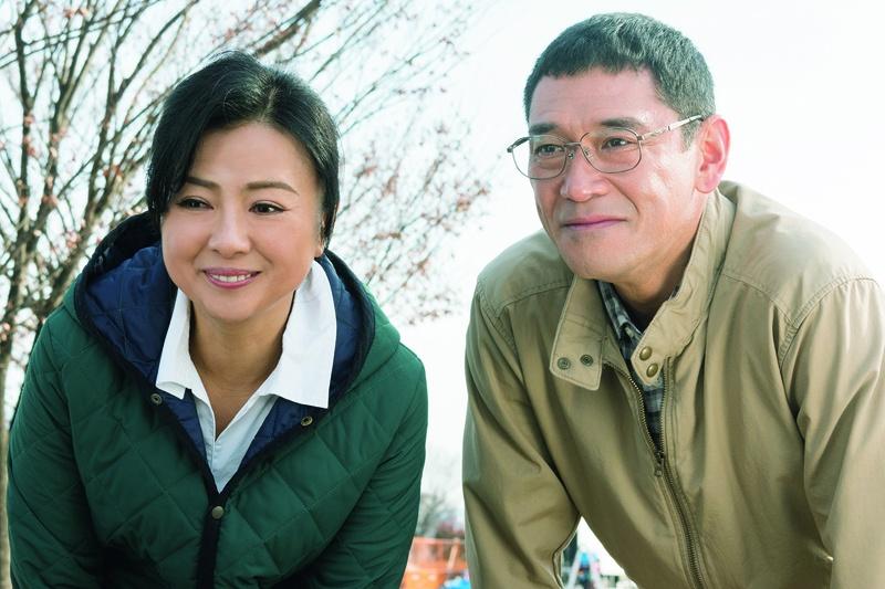 """『8年越しの花嫁~』では、杉本哲太と夫婦を演じ""""理想の母親""""を体現した"""