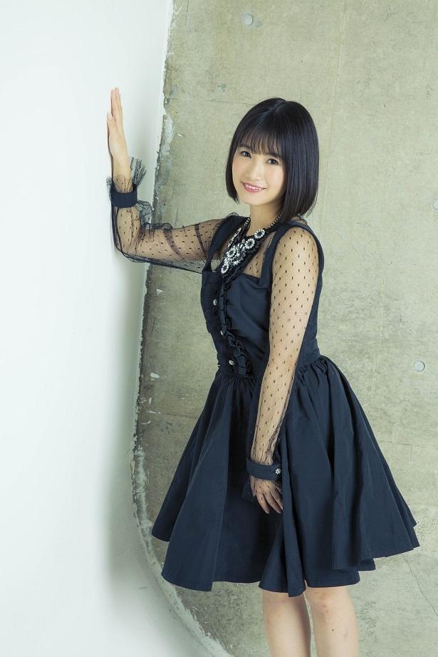 黒い衣装の朝長美桜