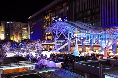 約80万球もの電飾が夜の博多駅をまばゆく照らす