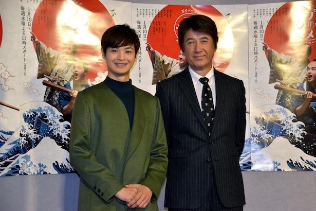 「幕末グルメ ブシメシ!2」の試写会に出席した瀬戸康史(左)と草刈正雄(右)