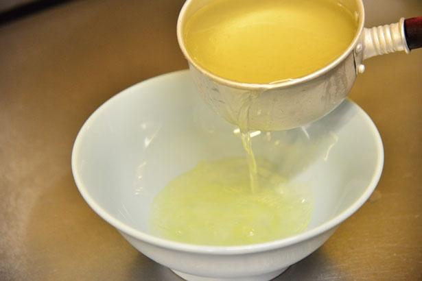 澄んだ動物系スープがラーメンの味の源