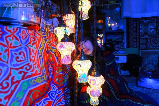 上田麗奈フォトコラム・下町で見つけた異国の灯りたち