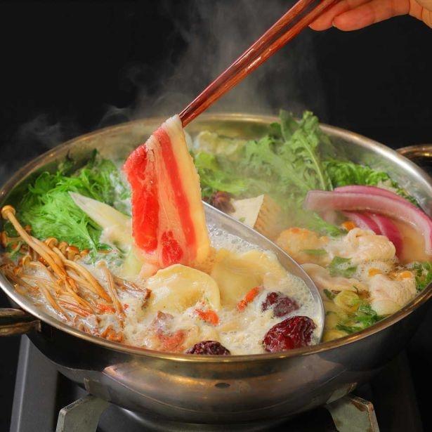 「MANOA Aloha Table」の絶品しゃぶしゃぶ「HOT POTコース」!スープは2種類を選べる