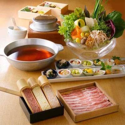 「やさい家めい ルミネ横浜店」は名物野菜しゃぶしゃぶなど全5皿の料理が登場するプランを用意