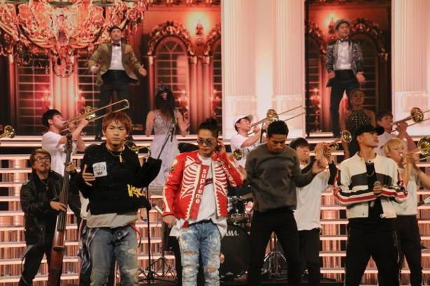【写真を見る】三代目J Soul Brothersが紅白のリハーサルの舞台に登場
