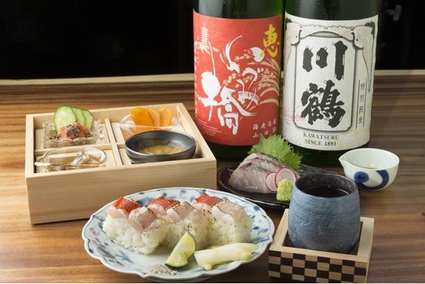 「AKATSUKI NO KURA」では魚介類のメニューとともに豊富な日本酒を楽しめる