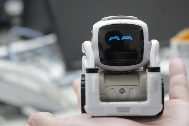 手のひらサイズのAIロボット「COZMO」