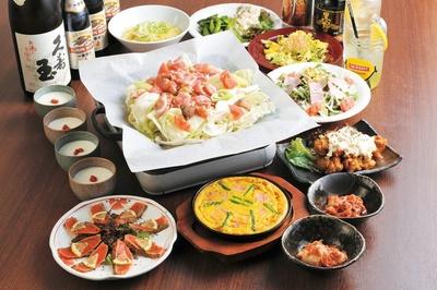 【写真を見る】コースの鶏ちゃん焼は日替わり2種類のフレーバーで味わえる/鶏ちゃん焼酒場 とりぼぼ