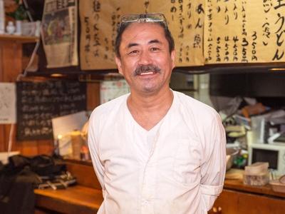 「うどん作りの肝となるのはダシと粉です」と語る、店主の米谷 淳さん