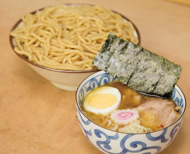 口の中でほろりとほぐれるチャーシューも絶品な「つけ麺(並)」(700円)