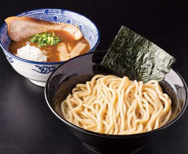 トロトロのスープに相性抜群の極太麺「濃厚魚介つけめん」(820円)