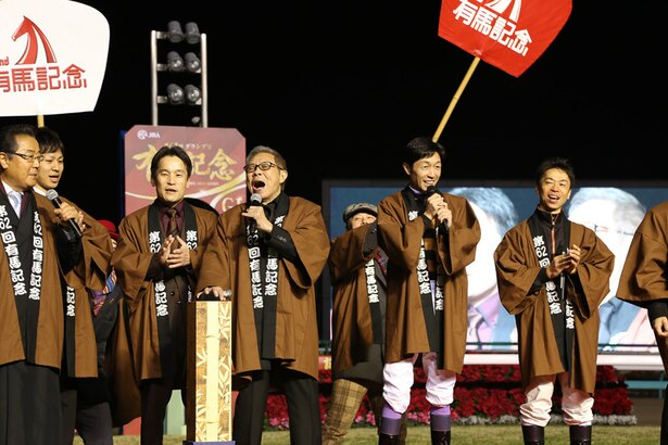 ファンの期待に応えて「まつり」を大熱唱する北島三郎