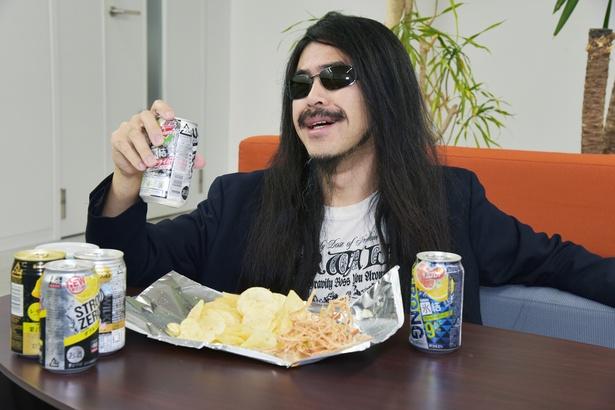 【写真を見る】さすがは高アルコール…1本目にしてさっそく酔いが回り始める