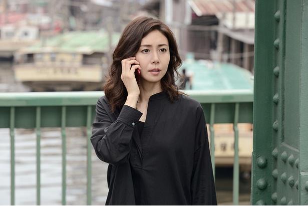 事件の鍵を握るのは松嶋菜々子演じる美しい舞台演出家・浅居博美