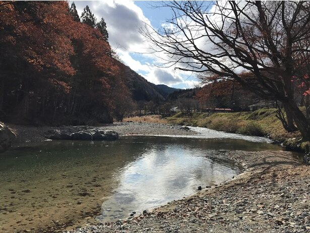 「道の駅 パスカル清見」のすぐ横を流れる清流、馬瀬川