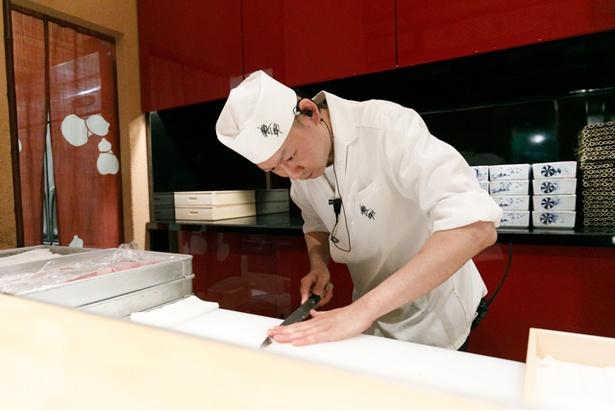 オープンキッチンスタイルで、調理風景を見ることもできる