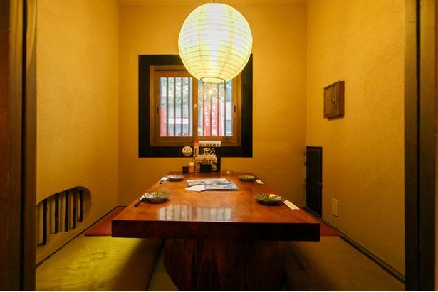テーブル席がメイン。人気の半個室は1室限定なので早めの予約を。