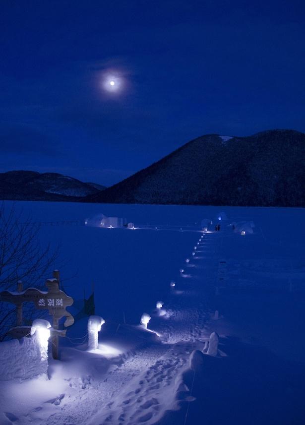 幻想的な夜の然別湖コタン