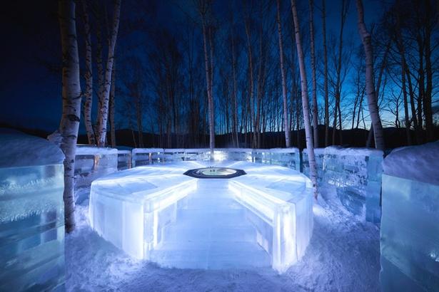 白樺の森を一望できる「氷の露天風呂」