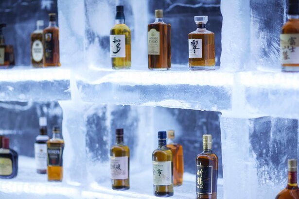 日本のウイスキー20種が並ぶ