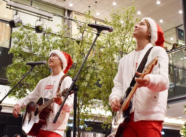 4thシングル「負けんな!!」を歌うサカタケント(from 10神ACTOR)。坂田隆一郎(右)と山田健登(左)のユニット