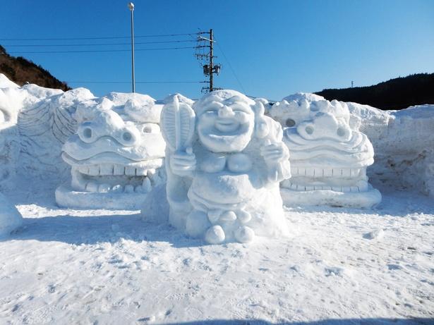 道の駅の駐車場内で行われる荘川雪像まつり