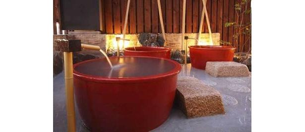 源泉かけ流しの湯の「信楽湯」