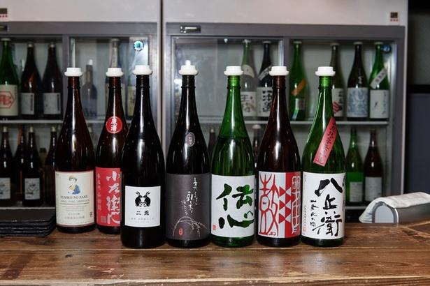 ずらりと並ぶのは全国各地から仕入れた純米酒