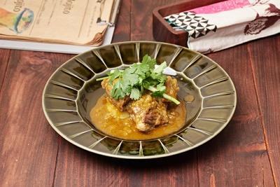 北海道産コリアンダーを使った「ラム肉のコリアンダー煮込み」(950円)。特に秋・冬に人気