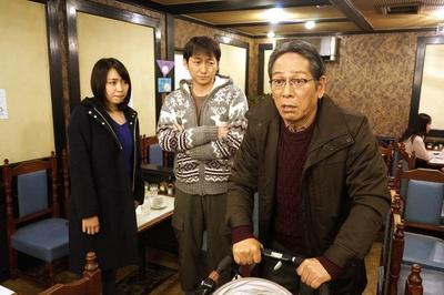 今村武雄(右、大杉漣)の話では波岡一喜(中)、 黒川芽以(左)も出演しストーリーを盛り上げる