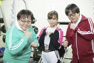 宇野実彩子(AAA、中)は、六角精児(右)とタイムマシーン3号の関太(左)と恋の三角関係に(!?)