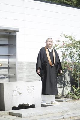 内山信二は、困惑から逃げようとする僧侶役で登場/名古屋行き最列車2018