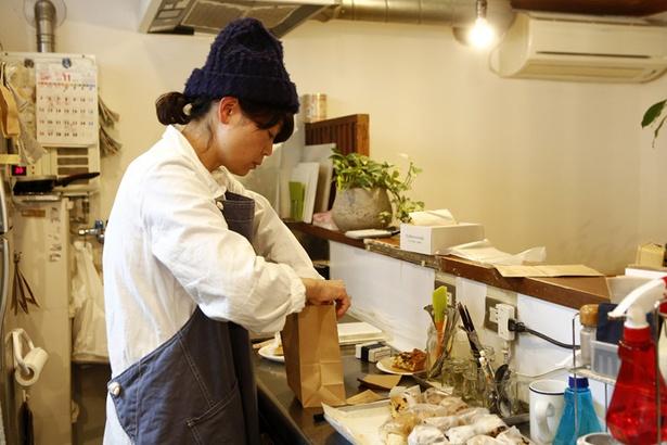 お店は泉山さんが一人で切り盛りしていますが、実は泉山さんは「スタッフ」で「店長」はココロちゃんという設定