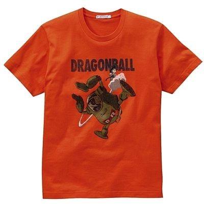 レッドリボン軍と悟空の姿が。ドラゴンボールTシャツ。カラーは写真のオレンジのほか、グレーがある