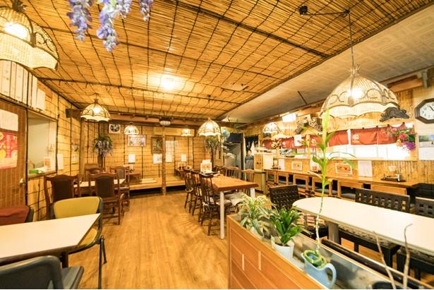 2015年に同町内で移転オープンした「南京千両 本家」。竹をあしらった内装