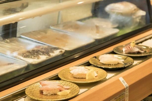 レーンをまわる寿司のほか、卓上の注文シートに記入、職人に声をかけての注文も可能
