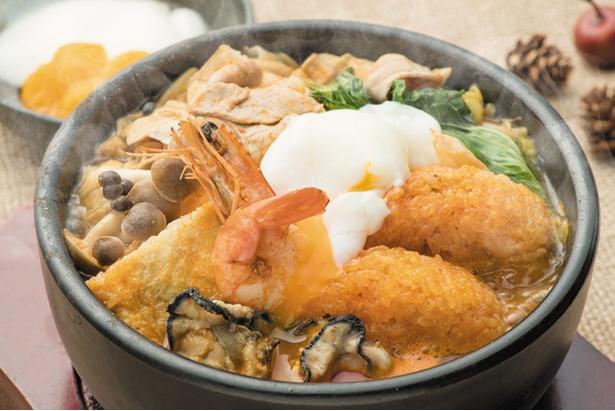 【写真を見る】広川SA上で味わえる「山海チゲおこげ鍋定食」(1500円)