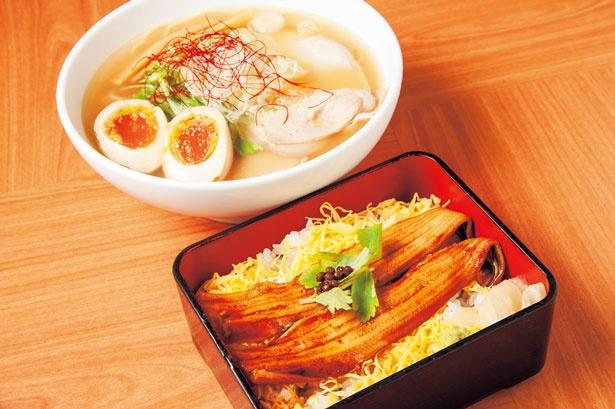 「とろとろ煮穴子の箱寿司」(734円・手前)と「ゆず鰹ラーメン」(842円・奥)/角ハイボール麺酒場「天」