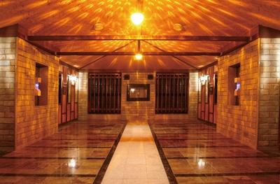 熱を加えると電子を発する木紋石を敷き詰めた部屋/彩都天然温泉 すみれの湯