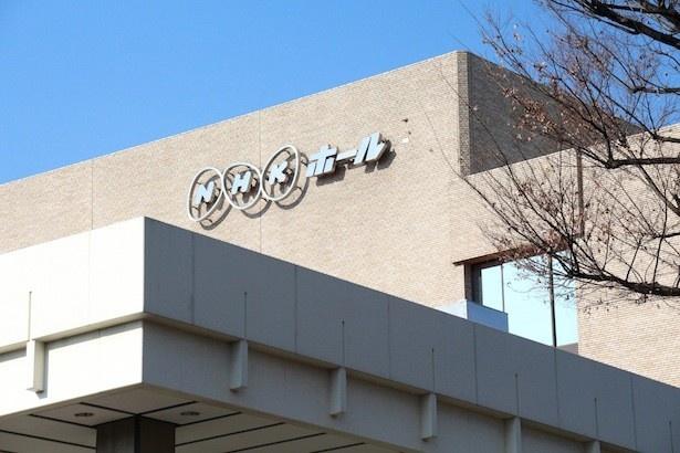 第68回NHK紅白歌合戦の会場となるNHKホールで内村光良、有村架純、二宮和也が取材に応じた