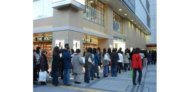 オープン前日にBEプラスオンカード会員が早くも大行列!