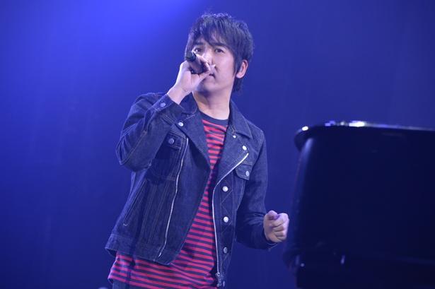 【写真を見る】大橋卓弥の美声が観客を魅了した