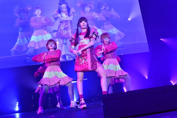 「COUNTDOWN JAPAN 17/18」に出演したきゃりーぱみゅぱみゅ