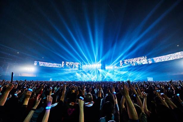 リストバンド型LEDライト「FreFlow(フリフラ)」を使用して会場全体が一体になる