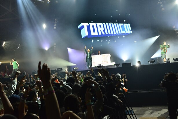 「TORIIIIIICO!」の途中、DJ・熊井吾郎を紹介する一幕も
