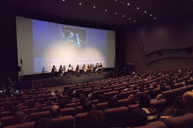 アインズ様の威光に包まれ、劇場はナザリック地下大墳墓に変身。「オーバーロード2」先行上映イベントレポート