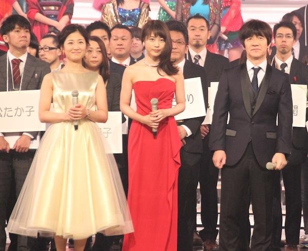 第68回NHK紅白歌合戦のリハーサルに臨む内村光良、有村架純第、桑子真帆アナ