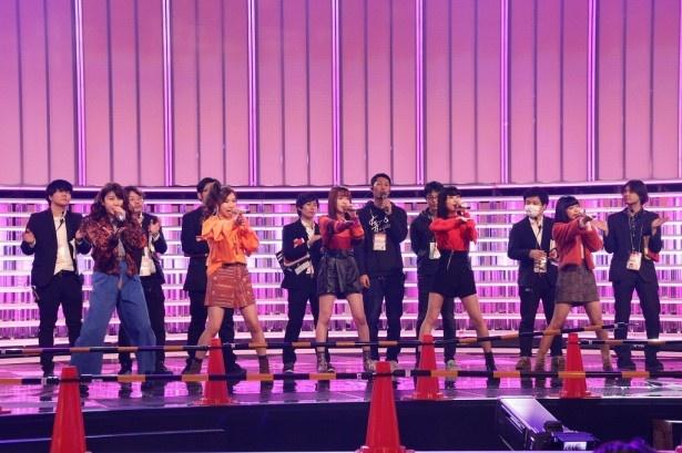 初出場にして紅組トップバッターのLittle Glee Monster