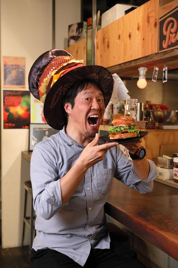 「ランチタイムにはハンバーガーにポテトorサラダとドリンクが付いて1000円とお得!」